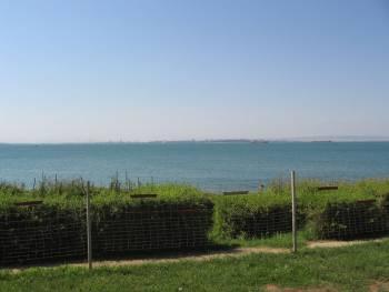 Поглед към Бургас през залива