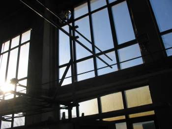 прозорци в хале