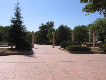 Парк в Бургас, Младежки дом